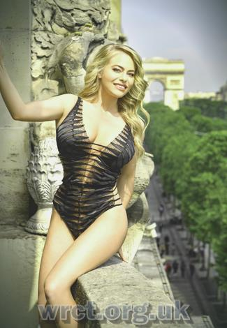 Lithuanian Escort Antoinette (22 years old) Image 2